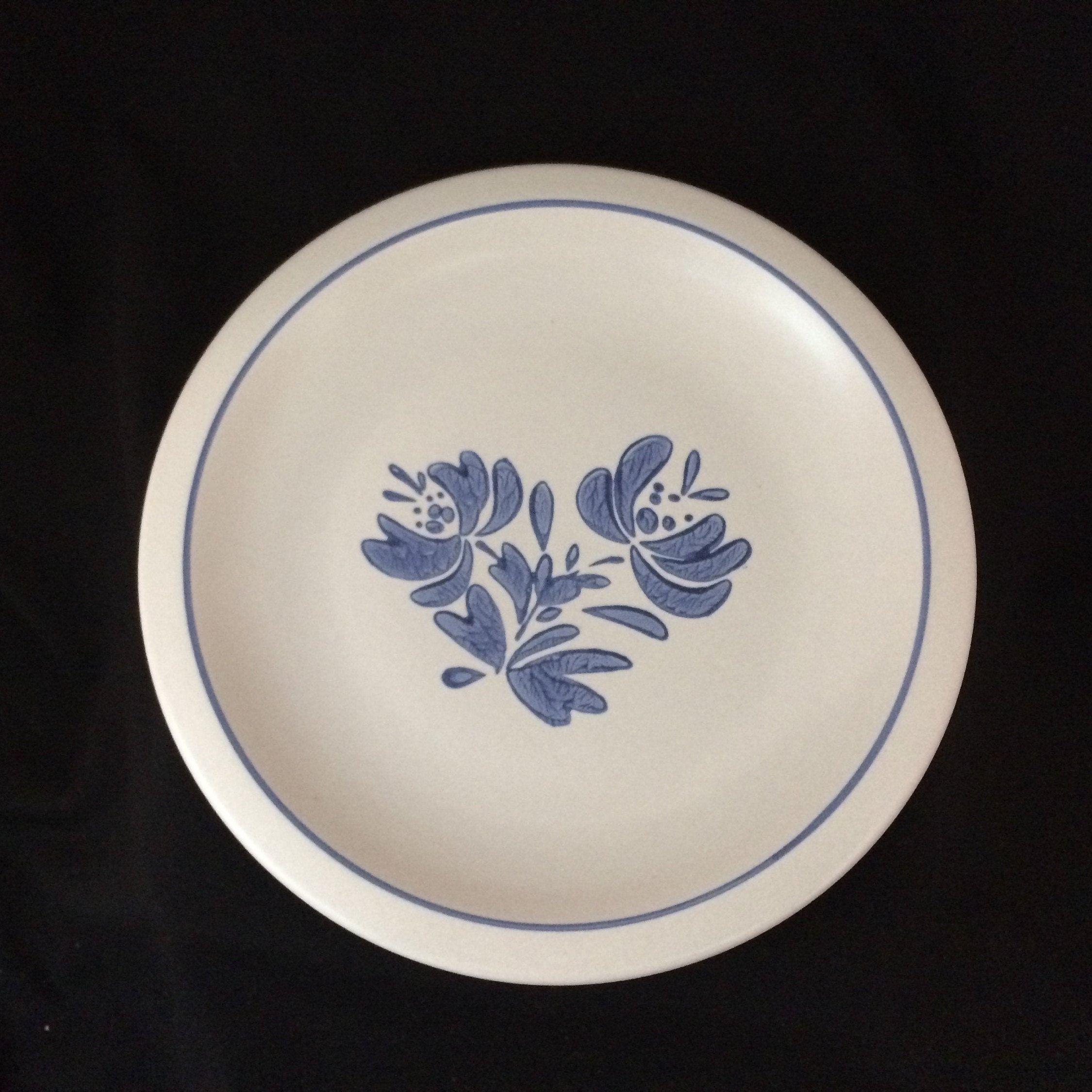 Pfaltzgraff Yorktowne Large Dinner Plate Vintage Retro Folk Art Classic Dinnerware Blue Dishes Made In Usa Fre In 2020 Classic Dinnerware Blue Dinnerware Blue Dishes