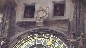 Resultado de imagem para relogio de torre com bonecos batendo sino Sino, Bonecas, Torres