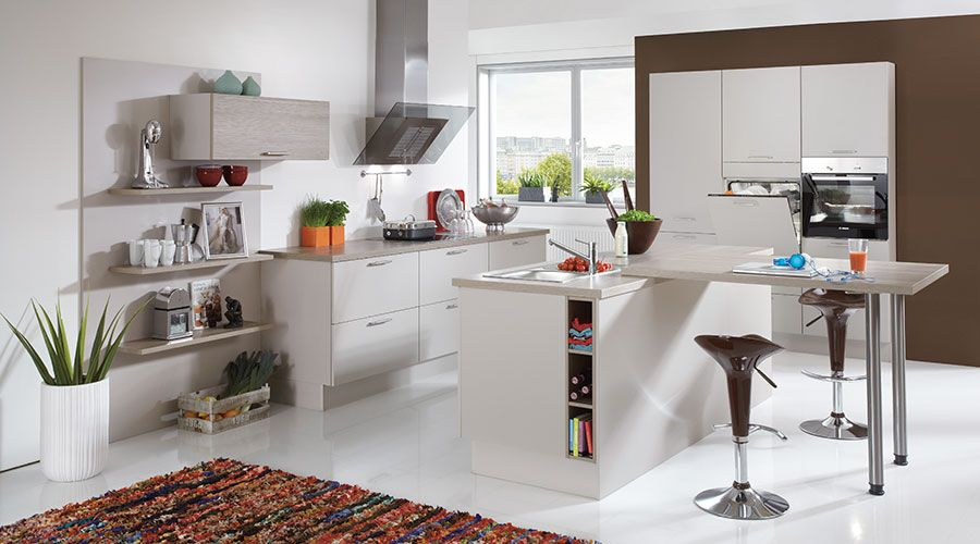 Küchen Kiel fronten in sand kombiniert mit kunststoff spliteiche nachbildung