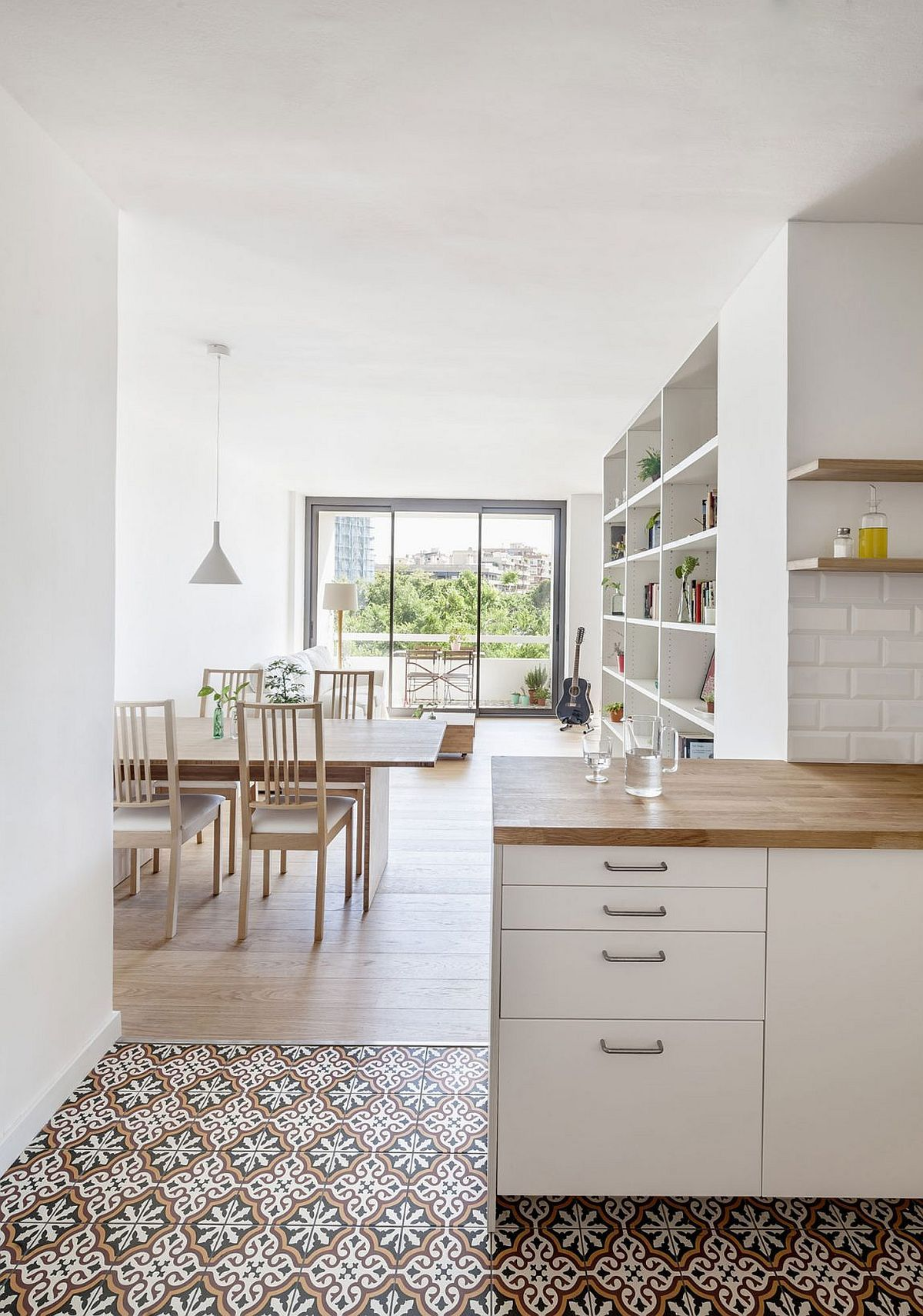 moderne wohnung weiss holz, essbereich und küche in weiß mit akzenten aus holz | hausideen, Design ideen