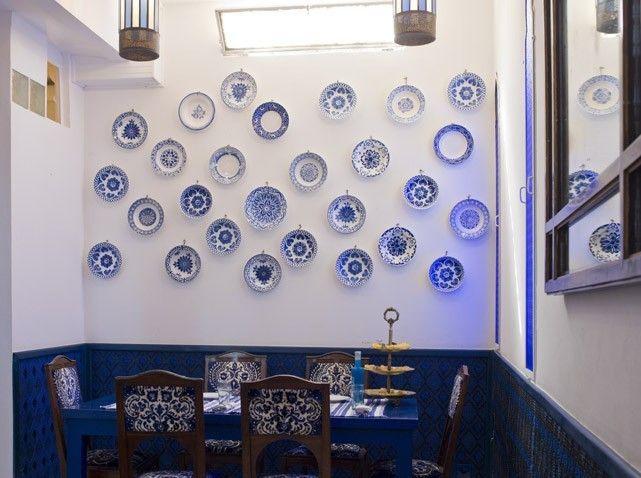 Salon bleu: collection assiettes decoratives mur | Tangier ...