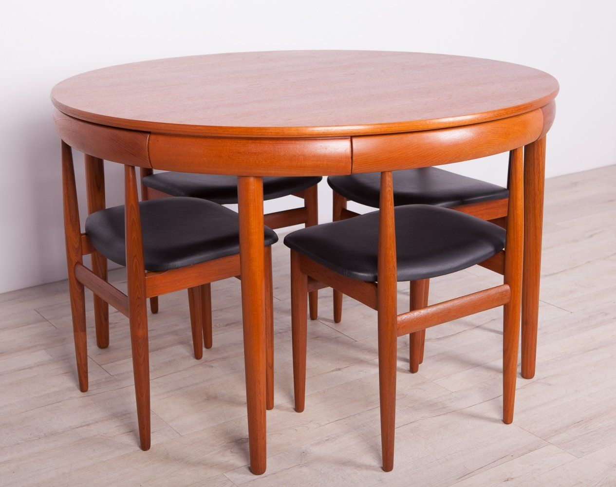 For Sale Mid Century Dining Table Chairs Set By H Olsen For Frem Rojle 1960s Vntg Vintag In 2020 Mid Century Dining Table Teak Dining Table Dining Table Chairs