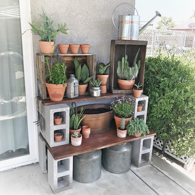 pu003eOr how about a table, like this genius DIY potting stationu003cspan - jardineras verticales