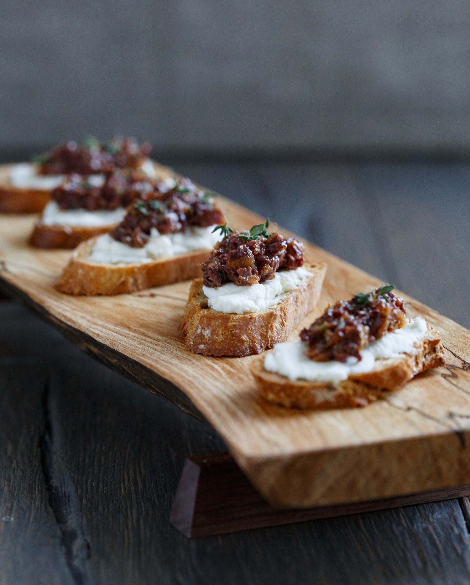 Best Crostini With Goat Cheese And Fig Olive Tapenade Recipe Food Best Roast Beef Recipe