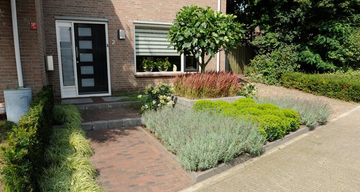 Kleine voortuin tuin pinterest tuinontwerp de stijl for Kleine voortuin ideeen foto s