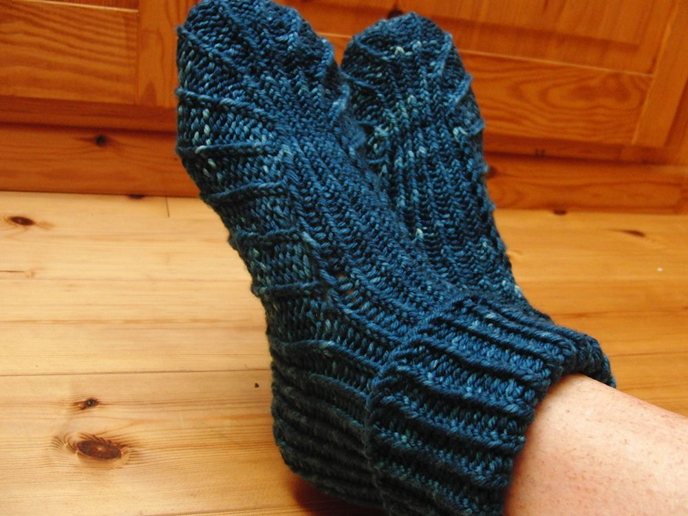 Ravelry Beas Slippers Pattern By Mone Drger Tricot Pinterest