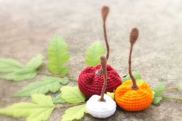 Pink Mouse Boutique: How to Crochet Tiny Pumpkins for Halloween (Free Pattern)