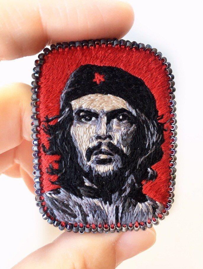 Embroidery brooch Che Guevara. Ernesto Che Guevara Embroidery portrait. Textile art jewelry. Art brooch #cheguevara Embroidery brooch Che Guevara. Ernesto Che Guevara Embroidery portrait. Textile art jewelry. Art brooch de nusetArt en Etsy #cheguevara