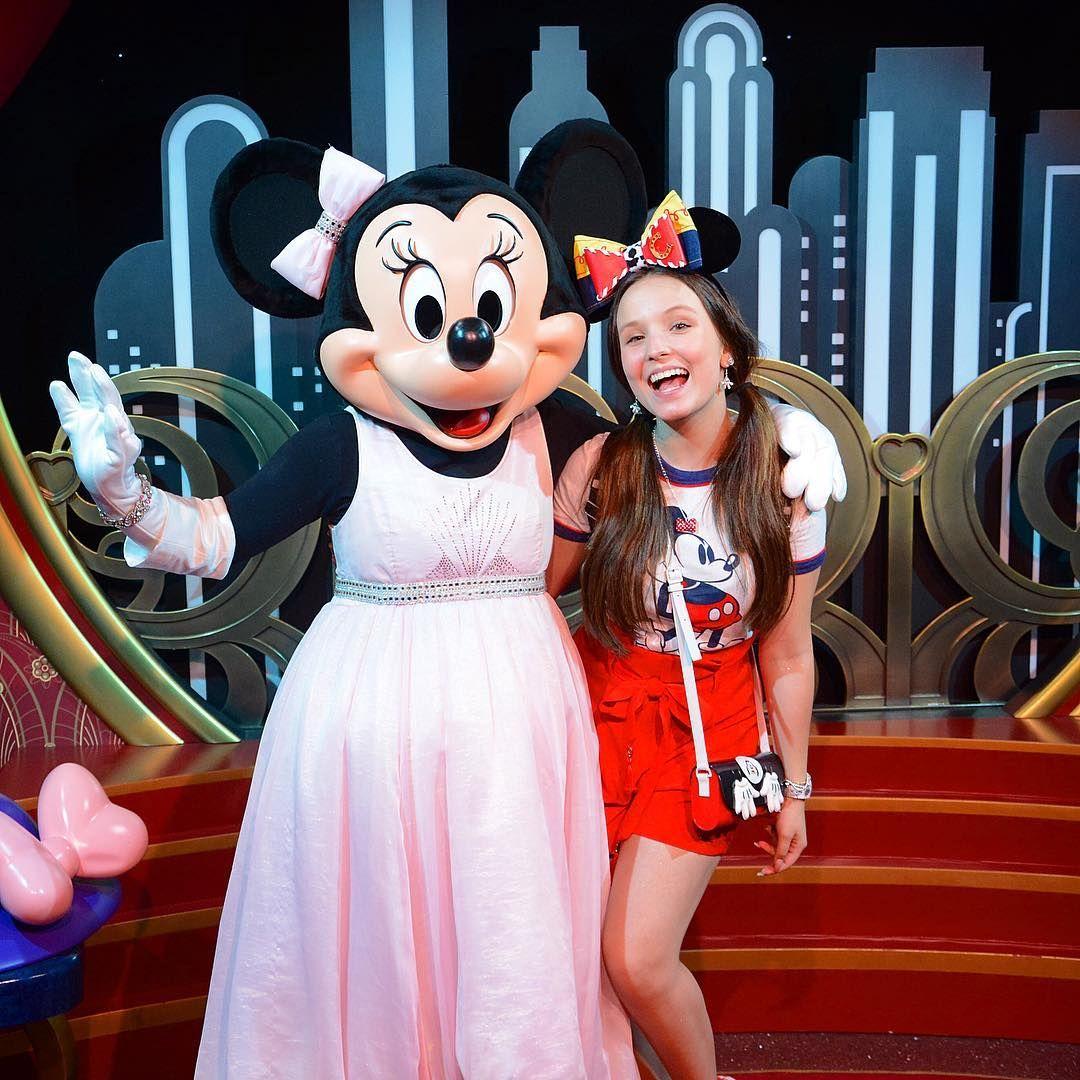 """Larissa Manoela on Instagram  """"A Minnie não deixa de ser uma princesa  também 💗 4fe716c6ad"""