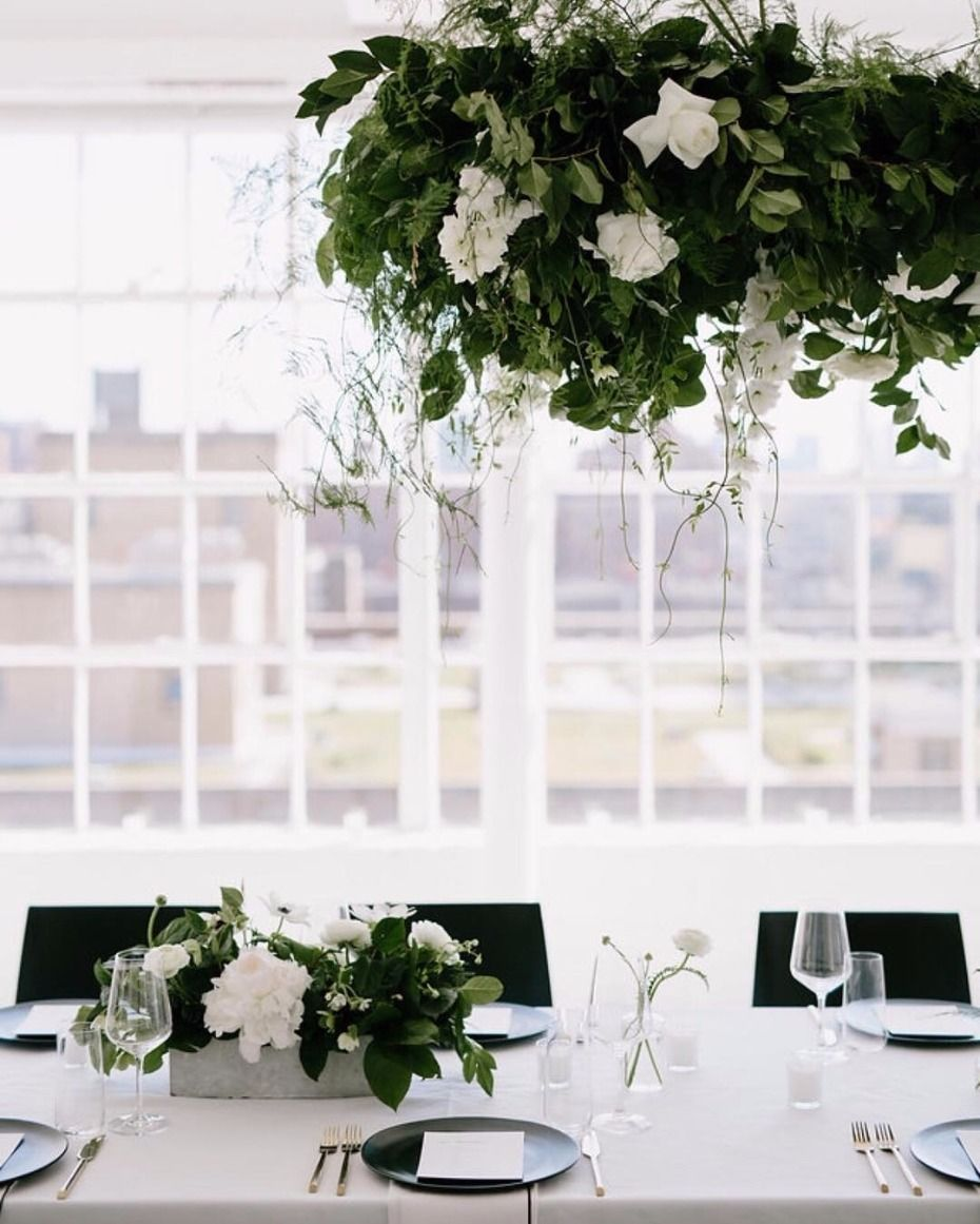 13 Times Hanging Flowers Had Our Hearts Hanging Flowers Wedding Reception Decorations Wedding Modern