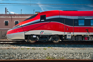 Bombardier V300zefiro Frecciarossa 1000 Very High Speed Train Set To Revolutionize High Speed Travel In Italy Train Speed Training Italy Travel