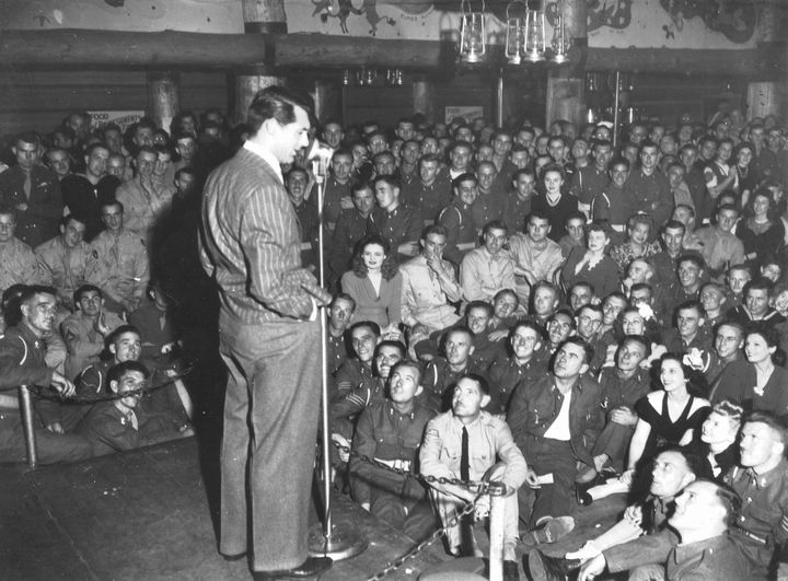 Cary Grant Entertains Servicemen And Volunteers At The Hollywood Canteen