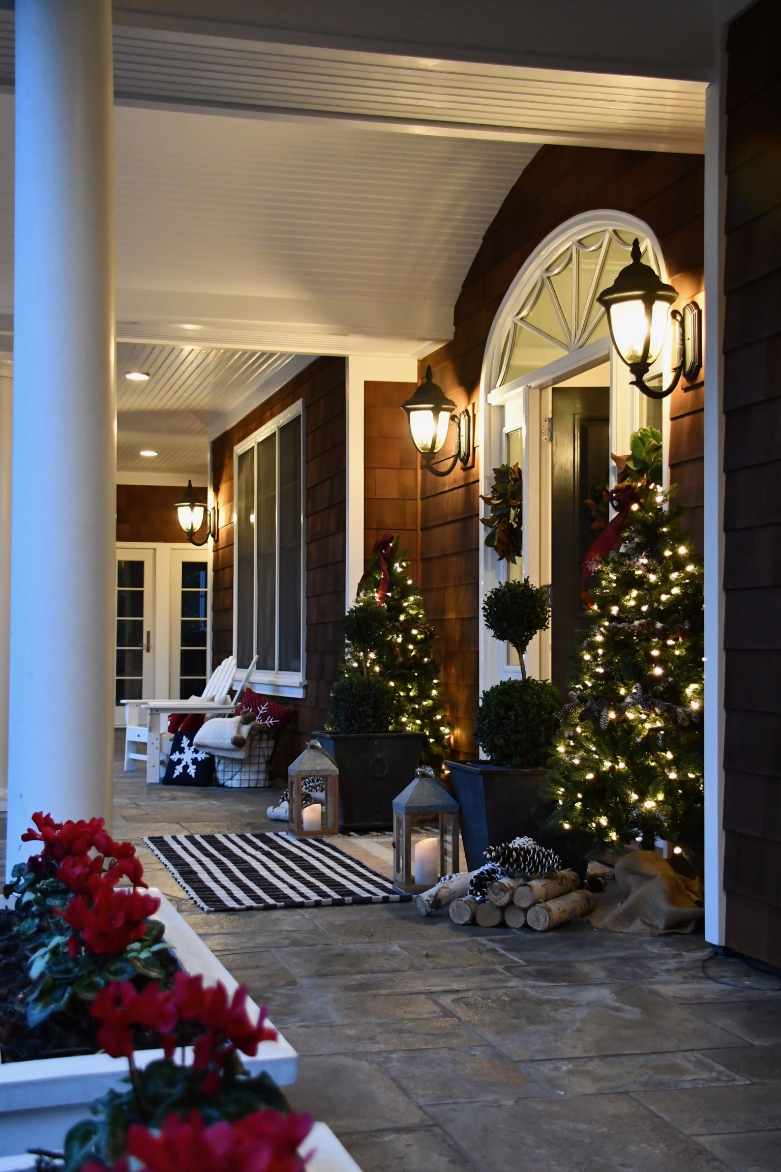 How To With Lowe S The Most Incredible Christmas Front Porch Simply Organized Front Porch Christmas Decor Christmas Decorations For The Home Front Porch Furniture