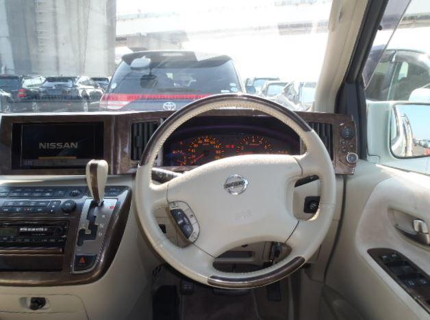 The luxury dashboard of the Nissan Elgrand Rider | ยานยนต์ ...