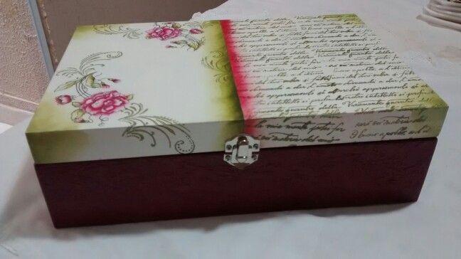 Cx carimbada com papel de seda