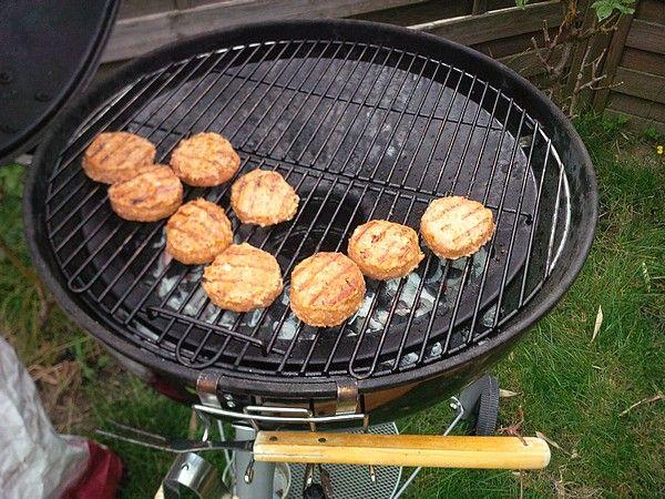 Zelf Barbecue Maken : Zelf bbq burgers maken bbq outdoorchef burgers hamburgers