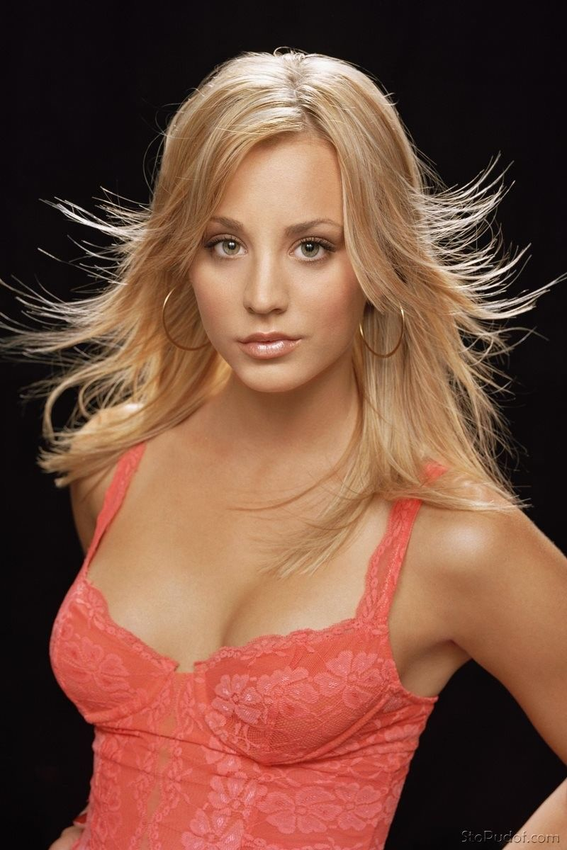picture Kaley Cuoco Pulls Her Panties To The Side