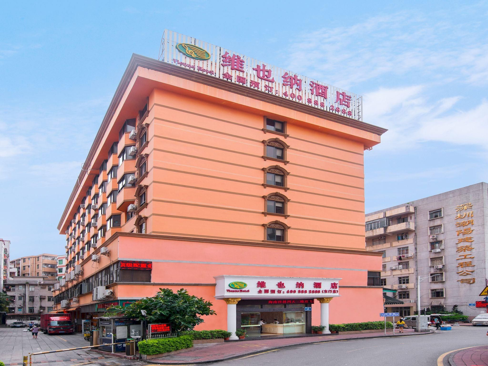 Shenzhen Vienna Hotel Shenzhen Dongmen Branch China, Asia Vienna Hotel Shenzhen Dongmen Branch is conveniently located in the popular Luohu District area. The hotel offers a wide range of amenities and perks to ensure you have a great time. To be found at the hotel are 24-hour front desk, 24-hour room service, luggage storage, car park, room service. All rooms are designed and decorated to make guests feel right at home, and some rooms come with television LCD/plasma screen, c...