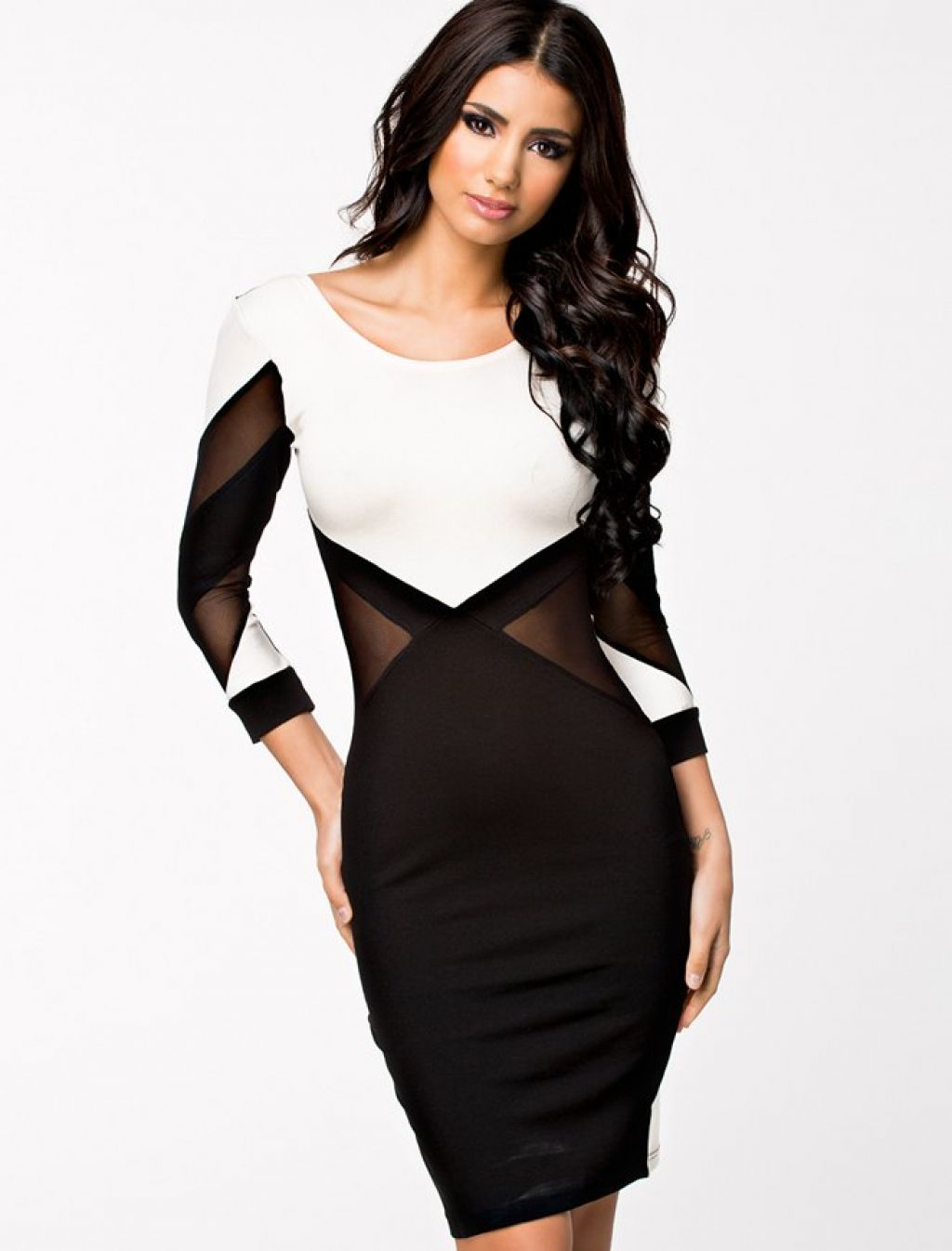 5c4904b25 Vestido negro y blanco con transparencias