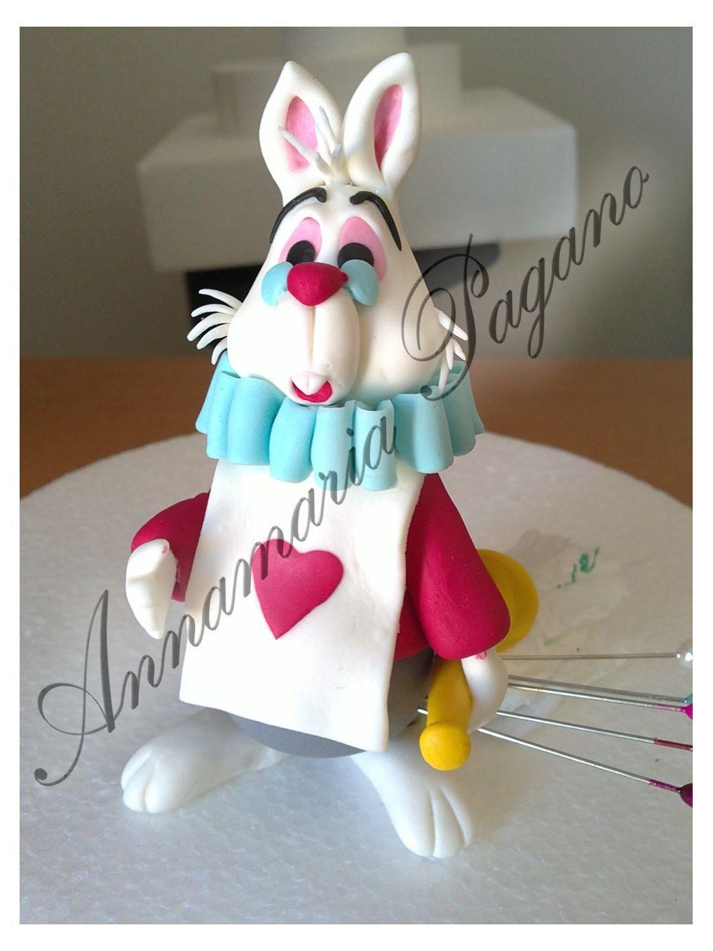 """Il Bianconiglio! Ho realizzato questo personaggio per una Dummy Cake isprata al film """"Alice nel paese delle meraviglie"""","""