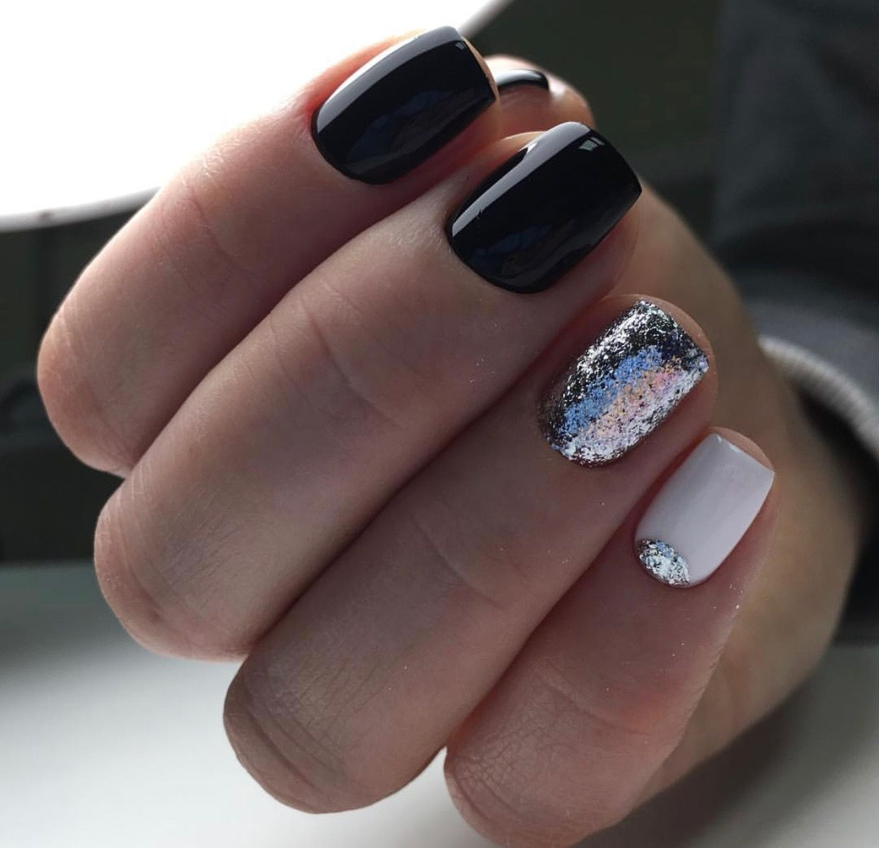 The perfect New Years Eve nails with glossy black as the main color ...