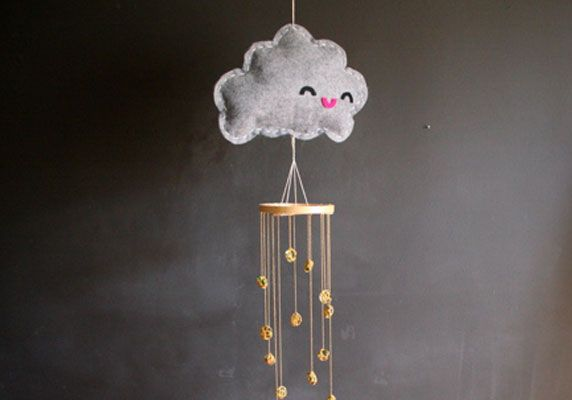 un mobile nuage diy for the kids jeux fabriquer pinterest mobile nuages diy et nuage. Black Bedroom Furniture Sets. Home Design Ideas