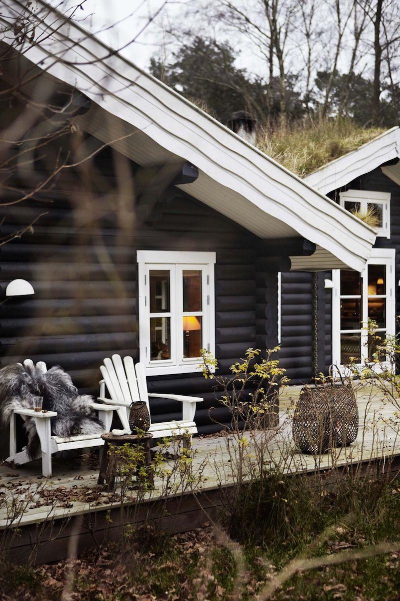 black stained log cabin in danmark log cabin log cabin exterior rh pinterest com