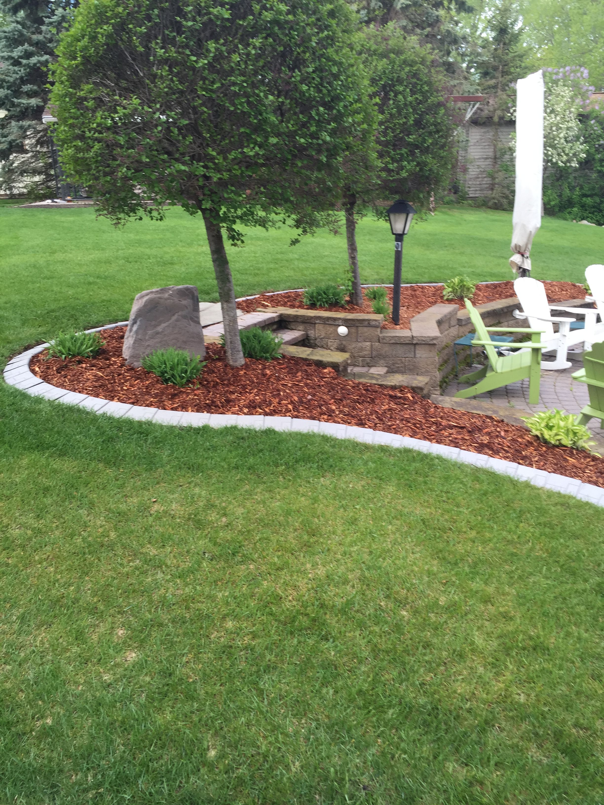This New Product Gives Your Landscape Beds A Curbed Edge Look Without The Cost And Hle Of Poured Concrete Curb
