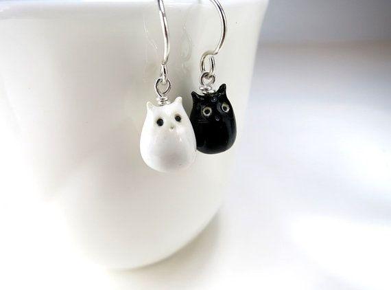 Schwarz weiß Katze Ohrringe, Keramik Katze Schmuck, übereinstimmende Ohrringe, Katze Lady Katze Liebhaber Geschenk