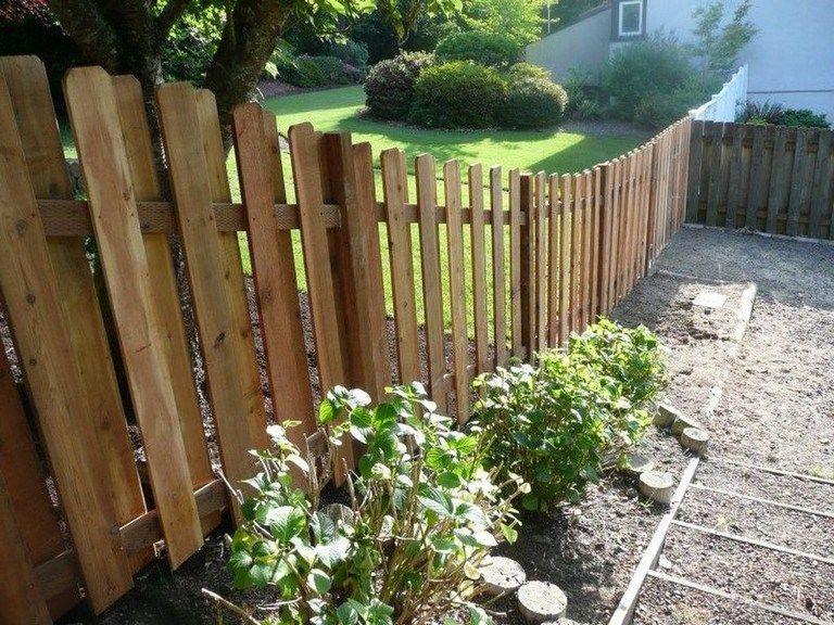 Pretty Un Even Fence Line With Images Backyard Fences