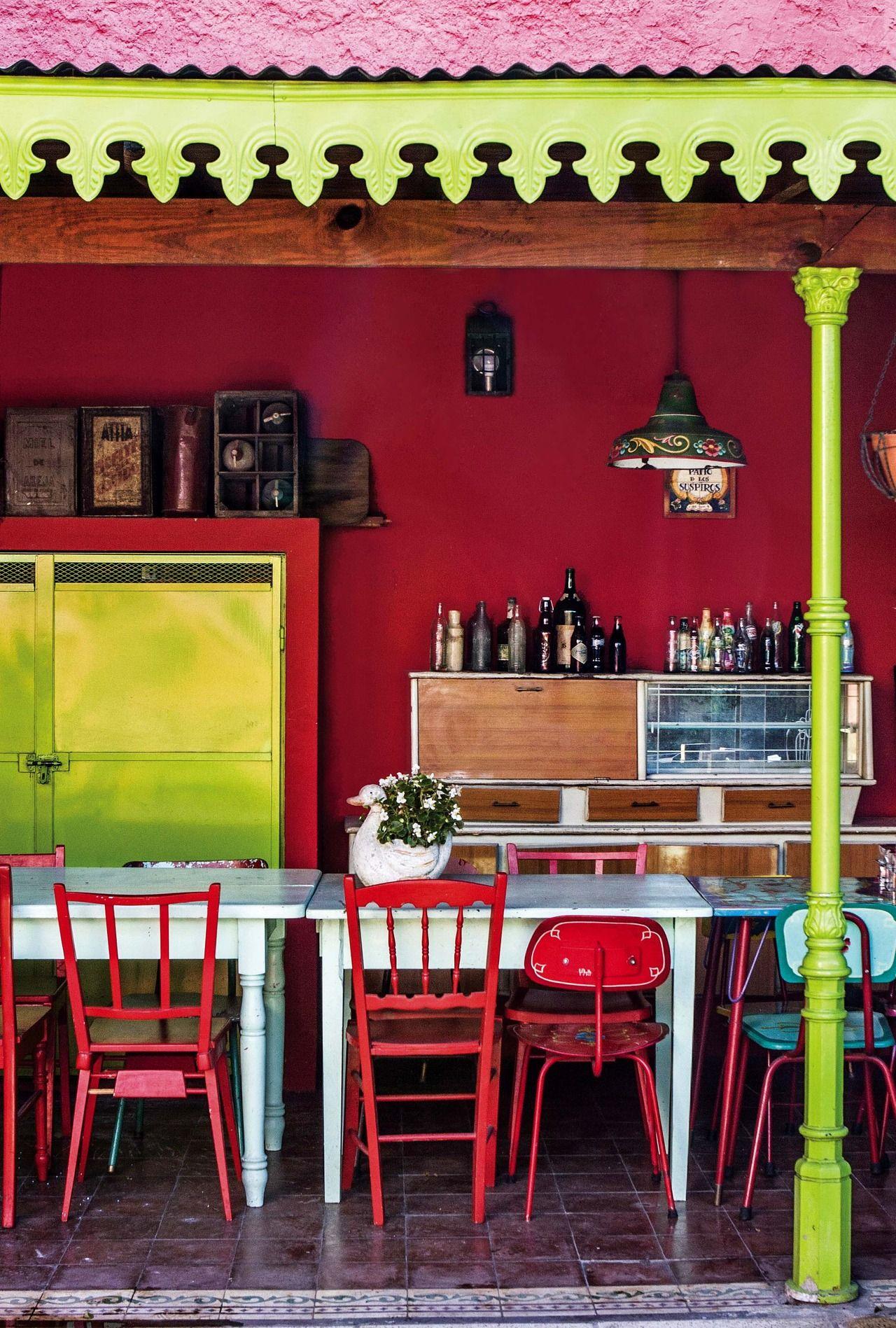 Una Casa Repleta De Color Tonos Rojos En La Casa Y Rojo # Guarda Muebles Boedo