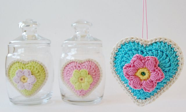 Made by  dada's place from free pattern: hearts: http://jose-crochet.blogspot.nl/2012/09/free-pattern-heart.html and flower: http://jose-crochet.blogspot.nl/2012/09/tutorial-flower-bloem.html