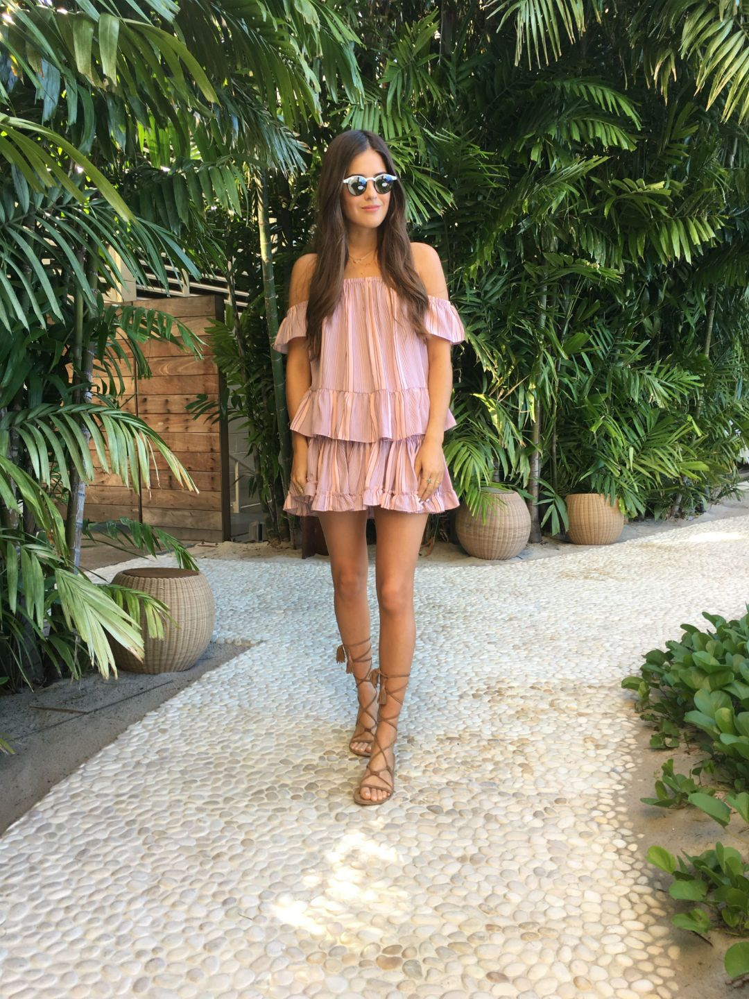 20dbd7a0656d A pair of strappy gladiator sandals are a must have if you want to achieve  a simple rustic style like this one, worn by Paola Alberdi.