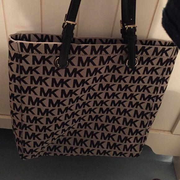 Michael Kors purse New,never worn Michael Kors Bags Totes