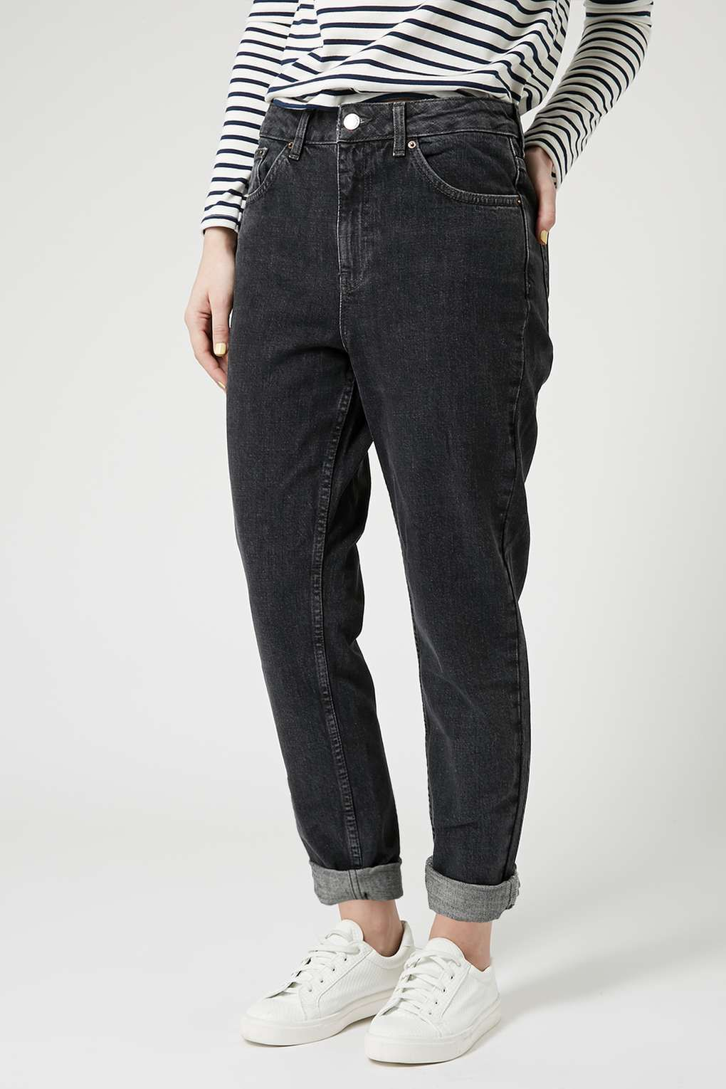 b2f16a2c81b2c Black wash mom jeans, always a style staple for me whatever the season!