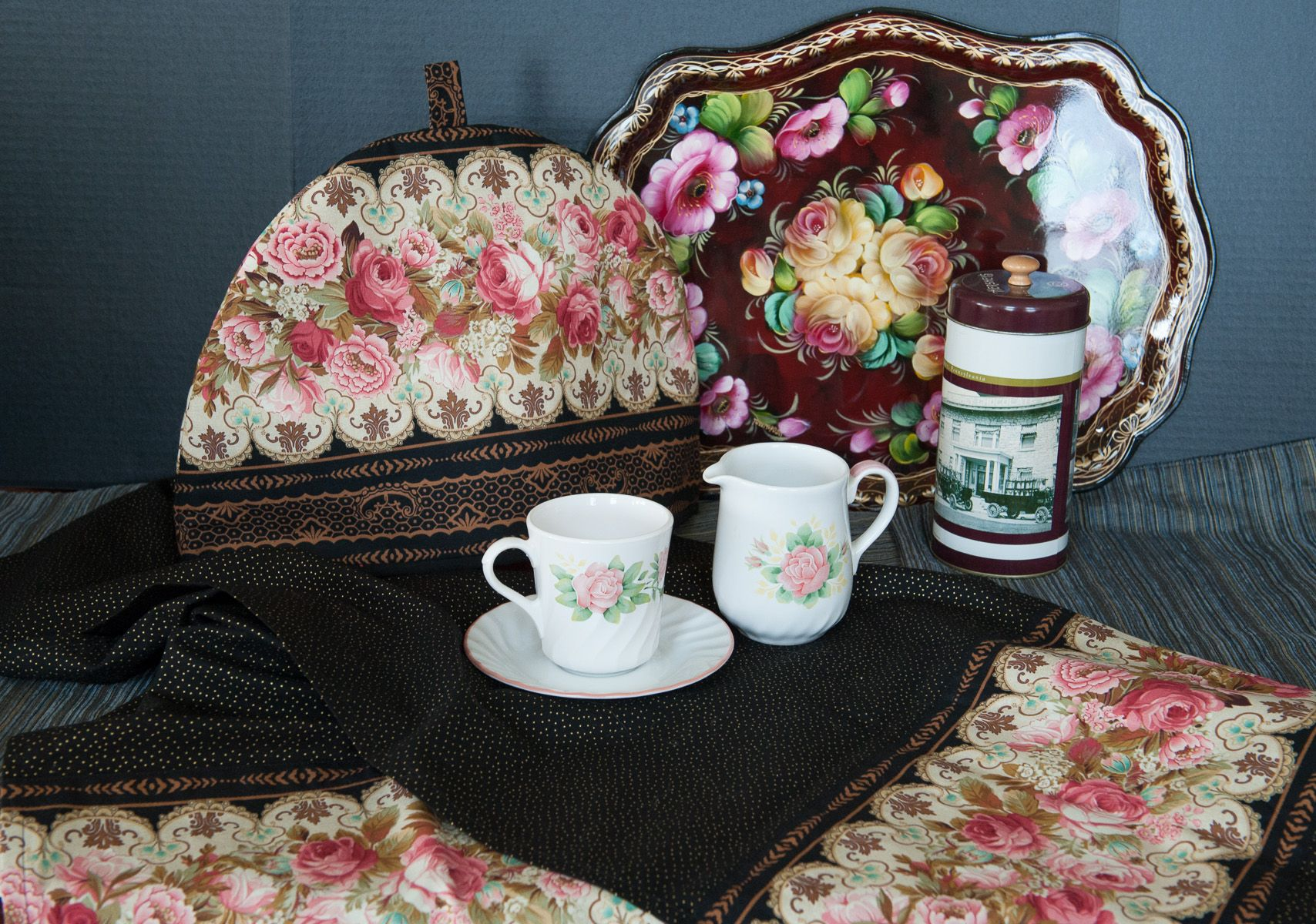 Beautiful Vintage tea cozy and table runner!! 100% cotton, cotton batting, cotton lining.