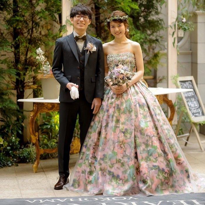 カラードリップケーキで甘い愛を表現 笑顔で彩るナチュラルウェディング 結婚式場探し 結婚式準備なら ハナコレ 9月 ウェディング ドレス エンパイア 素敵なドレス