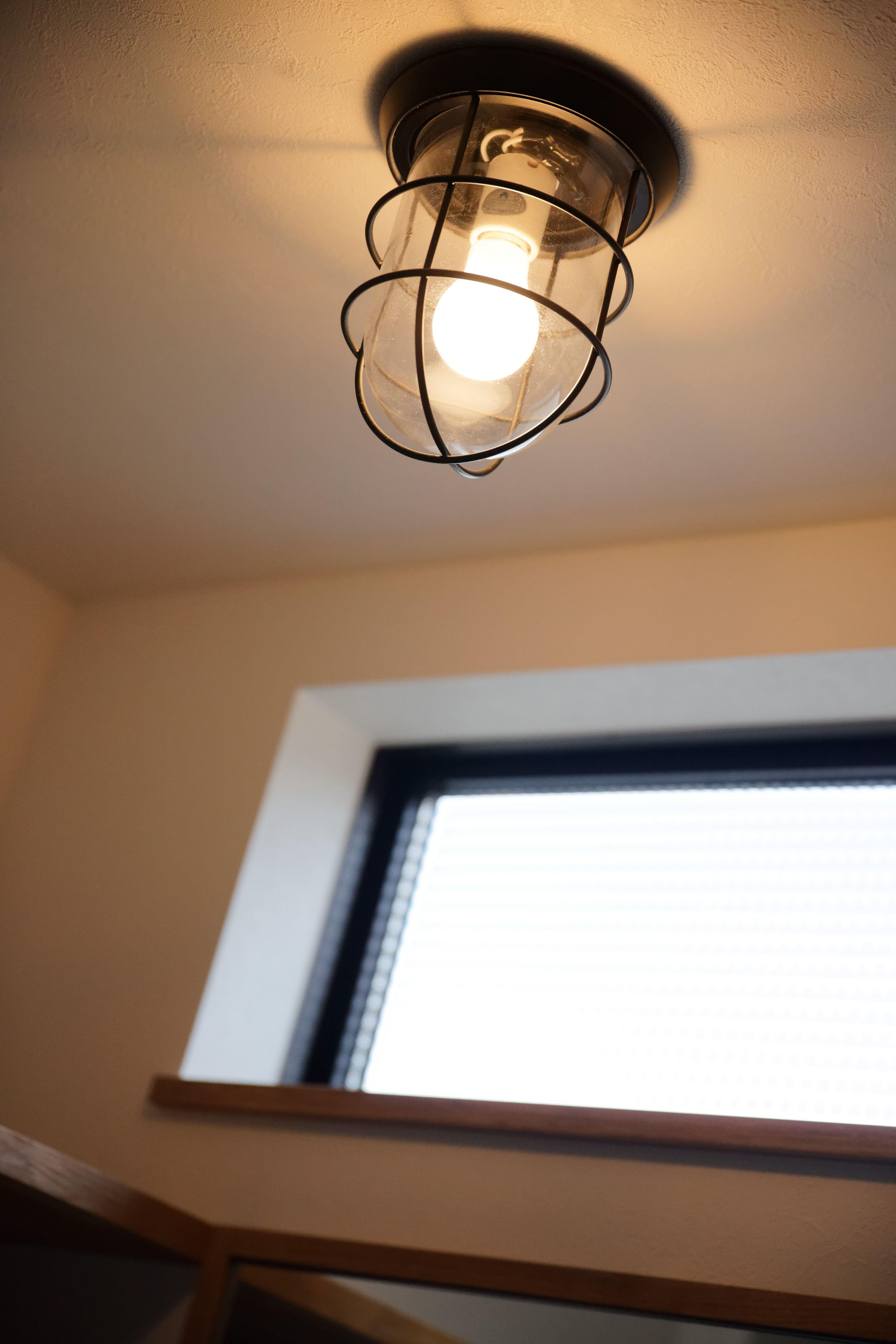 風景と暮らす カウンターキッチンのある家 ゼストの写真集 倉敷市 注文住宅 工務店 ランプのデザイン 天井照明 照明