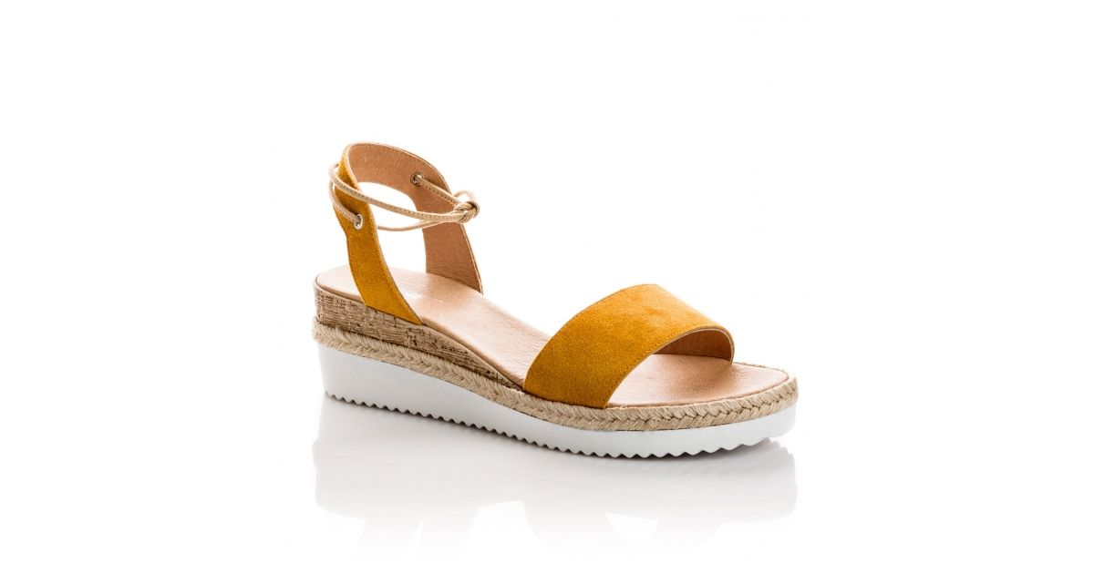 Sandale NAOMI en peau ocre. Semelle blanche et corde