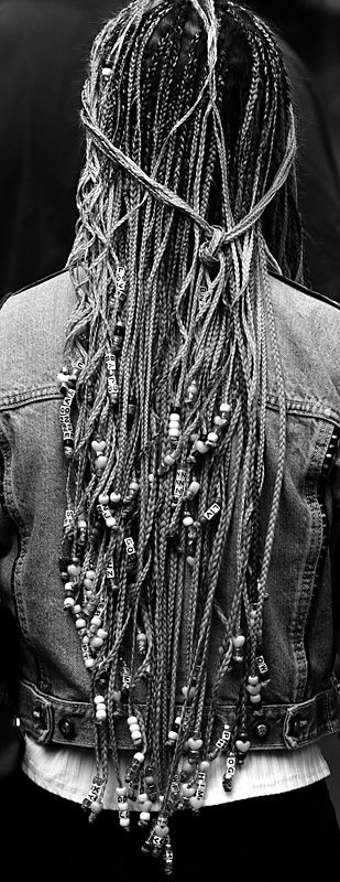 https://upload.wikimedia.org/wikipedia/commons/0/08/Hair.jpg