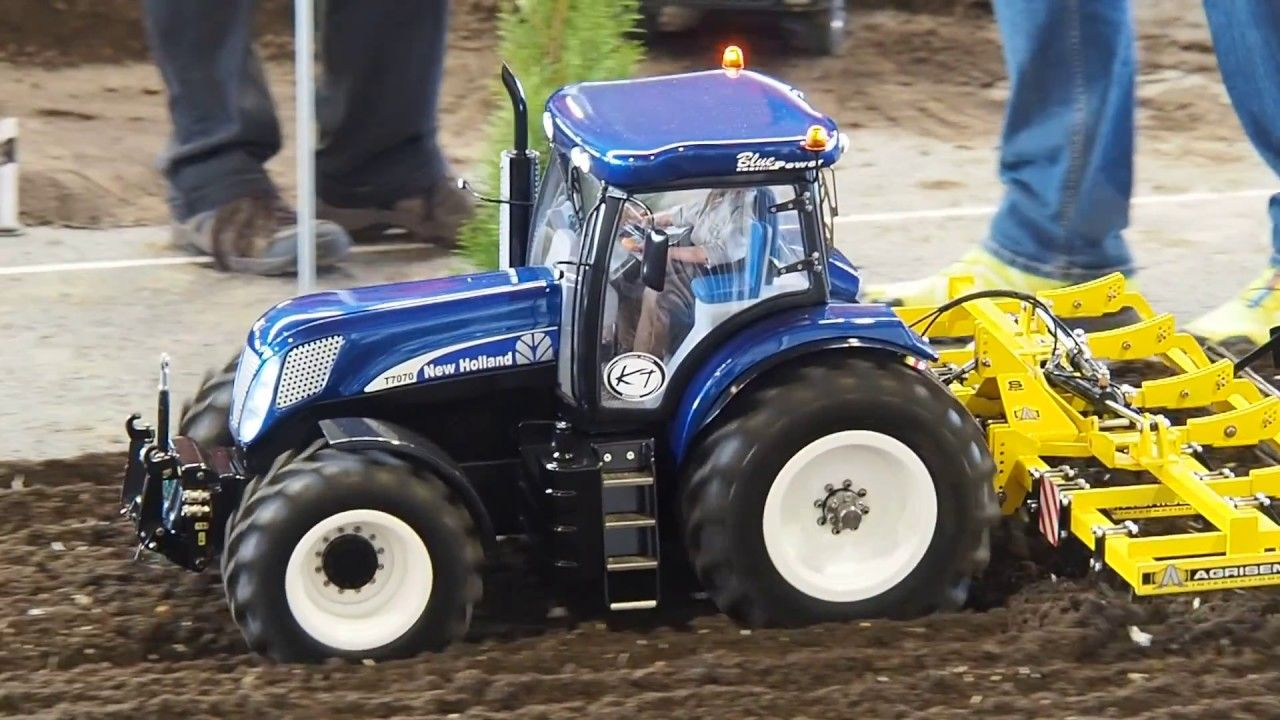 New Holland T7 T7070 Rc Tractor 1 8 With Agrisem Grubber