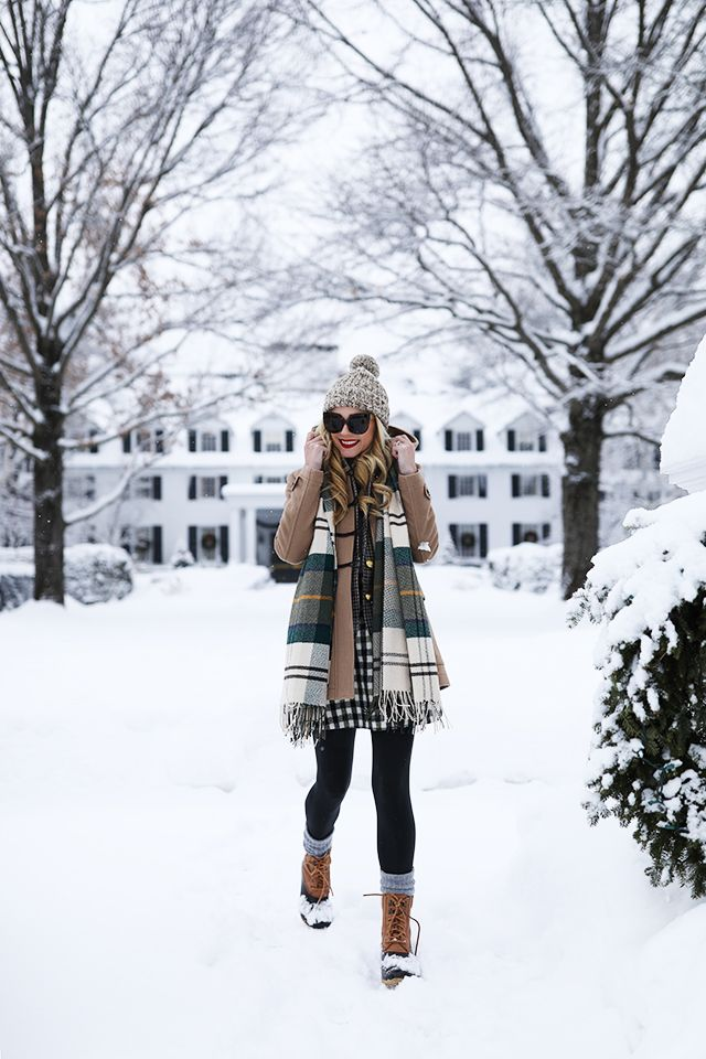 74e3806d5dd Duck boot outfit ideas    How to wear duck boots in the snow!  llbean   jcrew  skirt