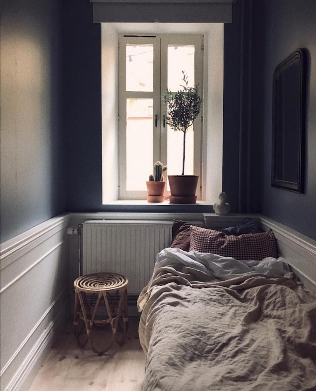 My Scandinavian Home On Instagram This Cosy Guest Room In The Home Of Saramargaretah Proves That You Totally Can P In 2020 Single Bedroom Tiny Bedroom Small Bedroom