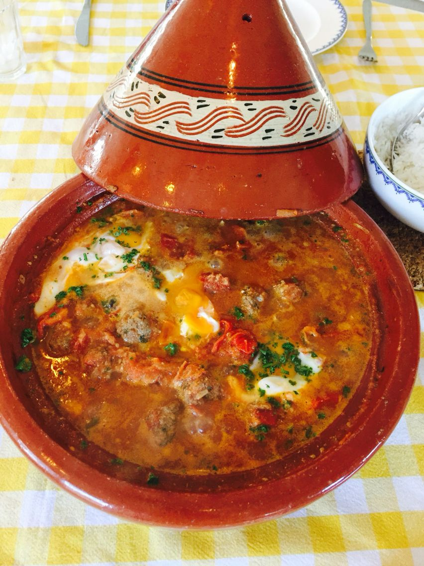 Marokkaanse tajine schotel met gehaktballetjes en ei