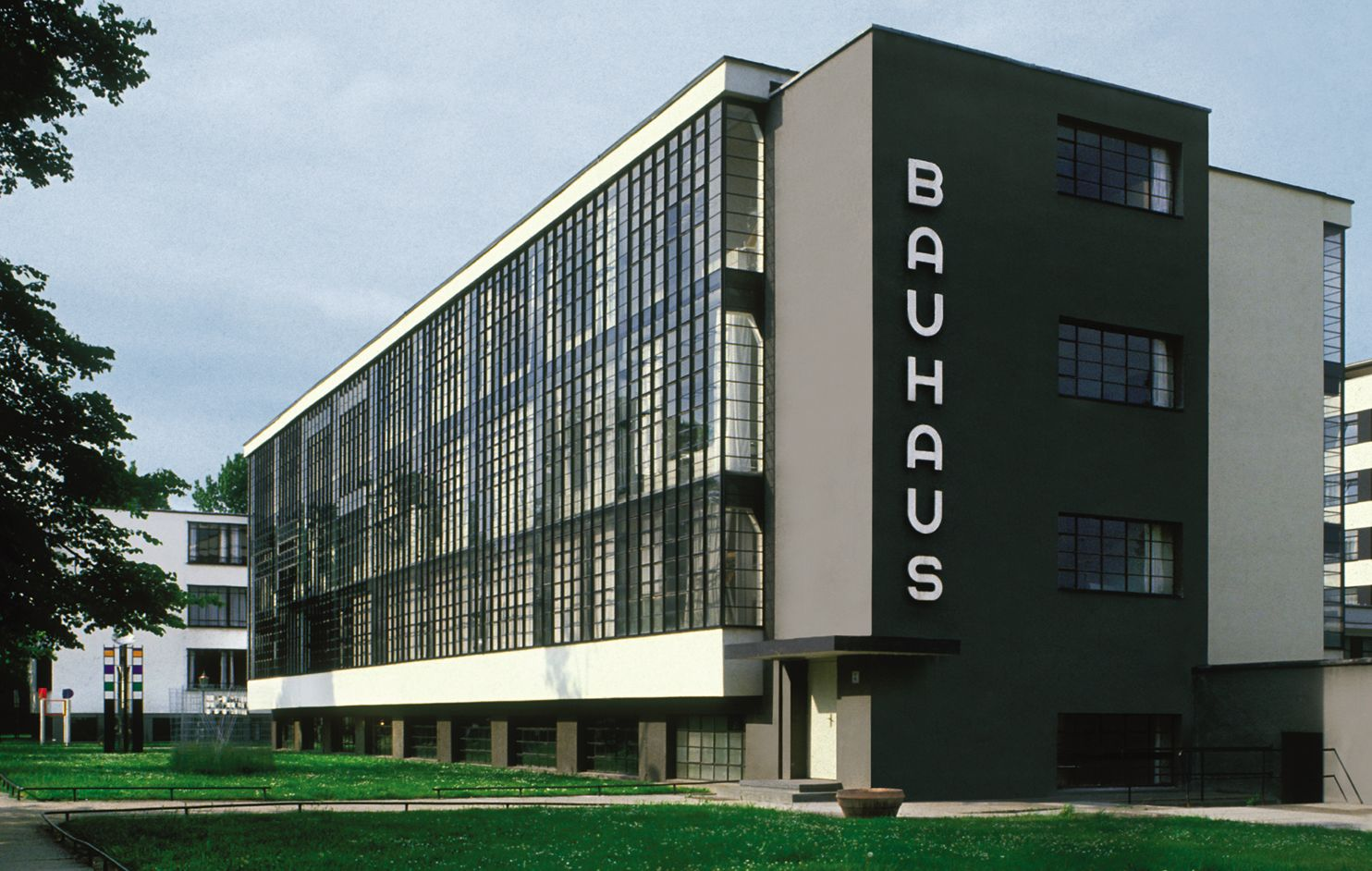 a history of the bauhus schools influence The bauhaus school existed in germany during the lull between wwi and wwi (please note: there is an expanded section about the bauhaus on this site ) at first, practical fields of type application were restricted to small, miscellaneous printed matters.