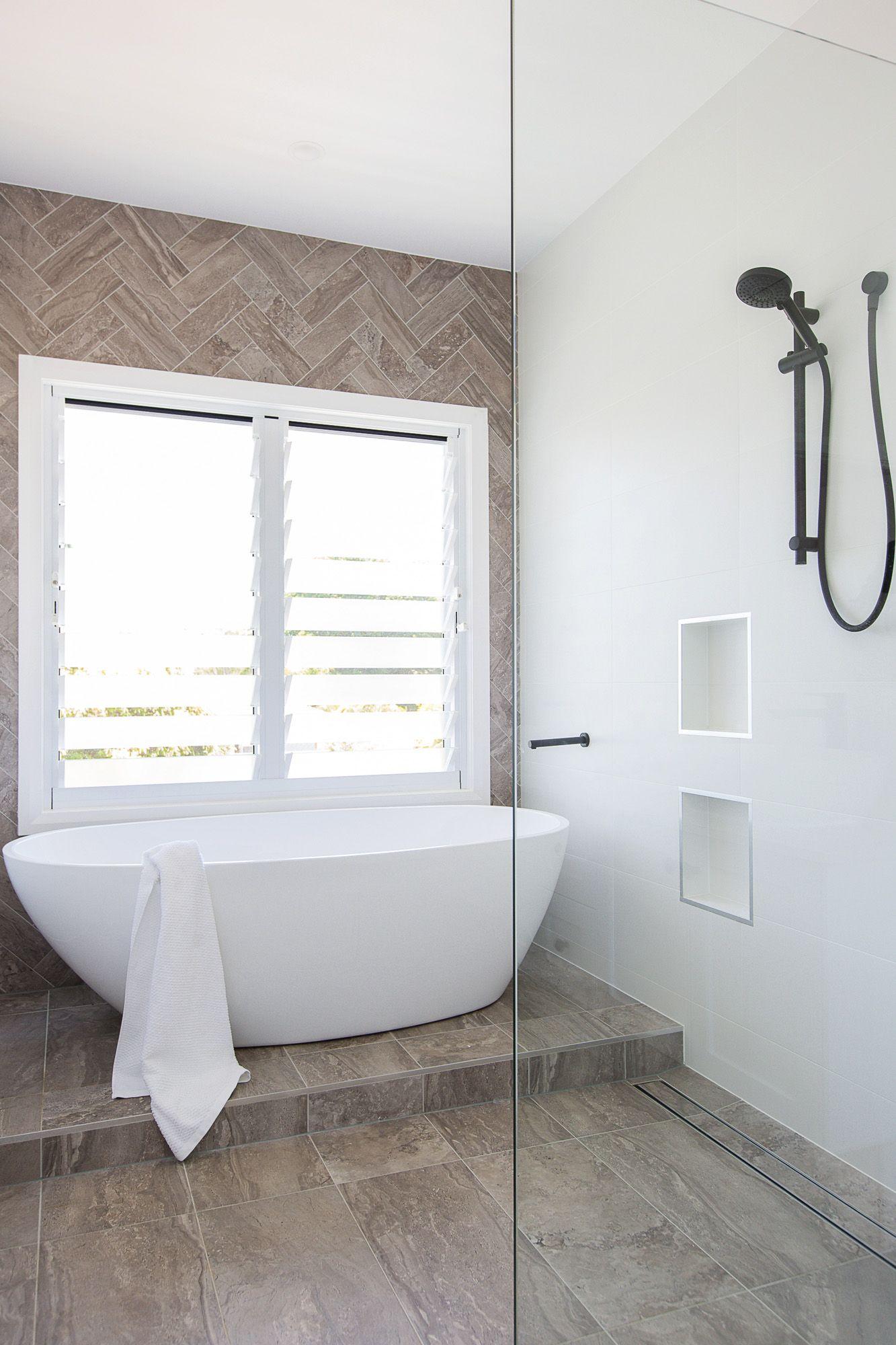 Adrienne And Phil S Brisbane East Beach House In 2020 Bathroom Layout Bath Under Window