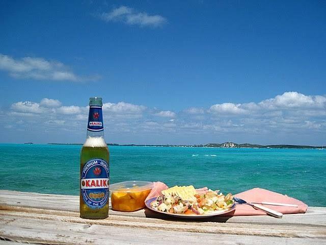 Conch Salad acompañado de una Cerveza Kalik