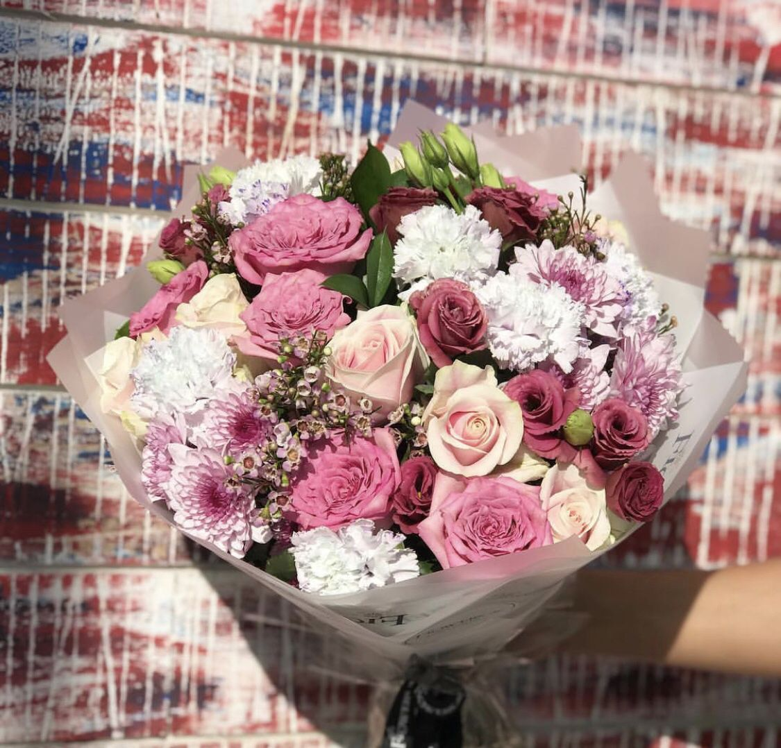 Pink and white flower bouquet White flower bouquet