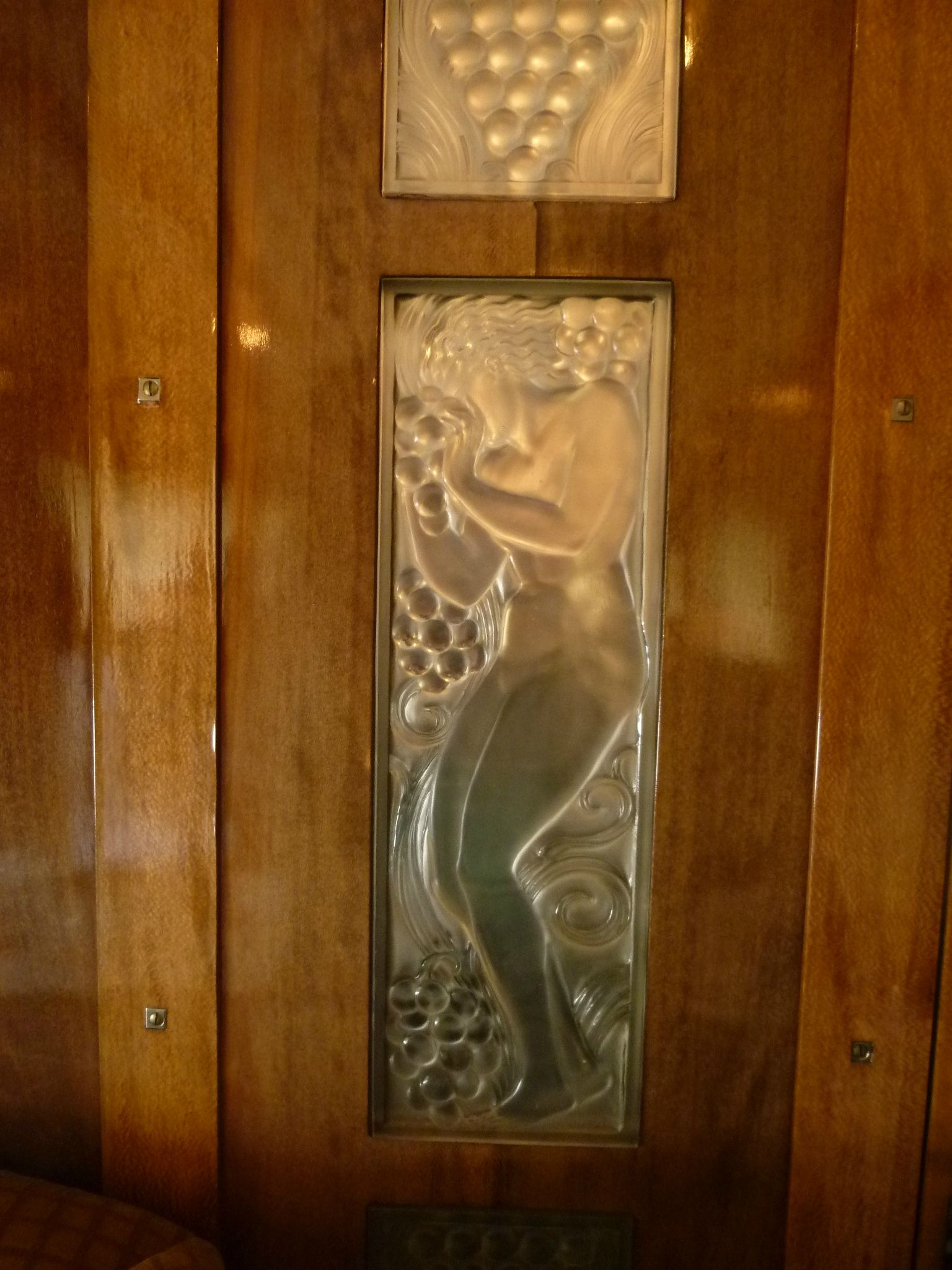 1929 ren lalique panneaux de verre figure et raisins for Panneaux laine de verre