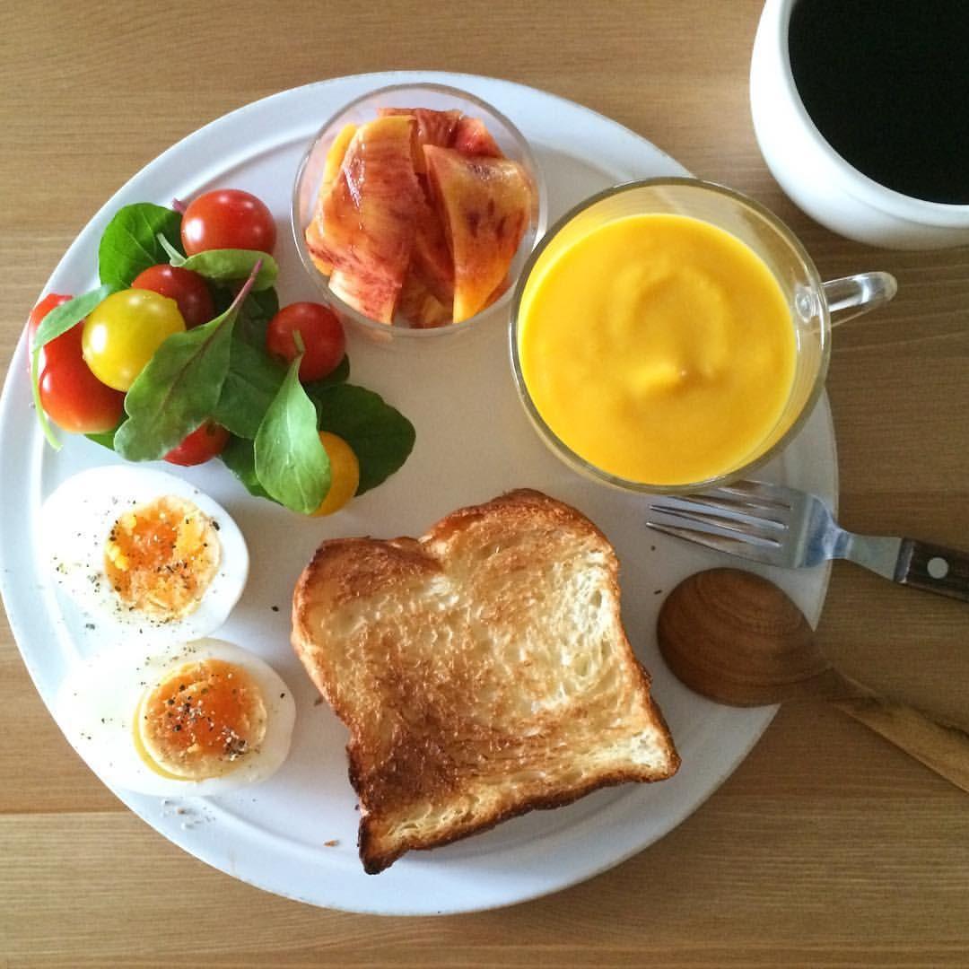 Today's breakfast. 昨日からものすごく眠くて、今朝のごはんはスタンダードなものしか考えられず。ワッサーがおいしーい。…